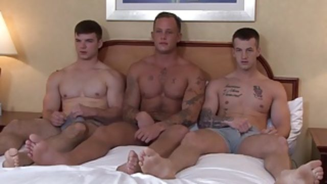 cock-starved-military-hot-dudes-hard-fucking-threesome_01