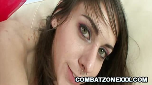 luna-c-kitsuen-tounge-pierced-teen-creampied-anally_01