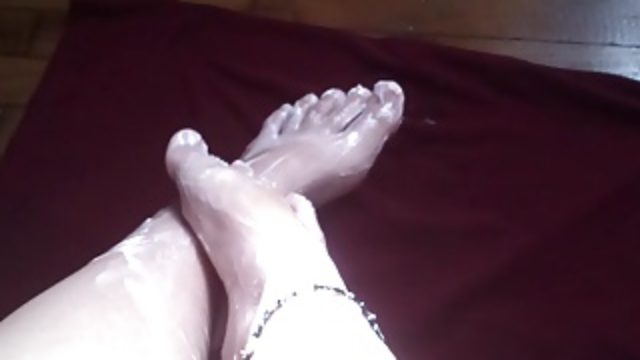 Mairy moves her sexy feet