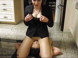 Raging Real Estate Agents – Fighting Girls with Headscissors