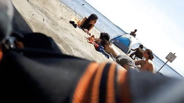 voyeur-teens-on-oka-nude-beach_01
